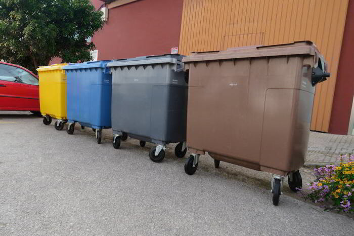 contenedores marrones en ibiza